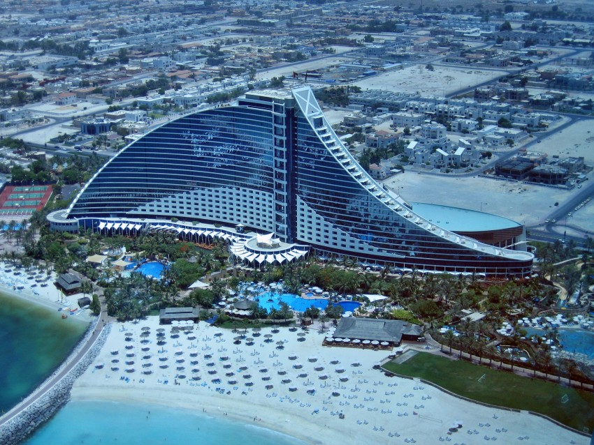 Image gallery jumeirah beach hotel dubai for Dubai hotels near beach